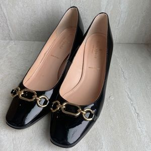 Kate spade black patent leather gold chain pumps